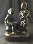Скульптура из чугуна Дети у горшка