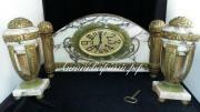 Каминные часы с боем из натурального камня и бронзы.