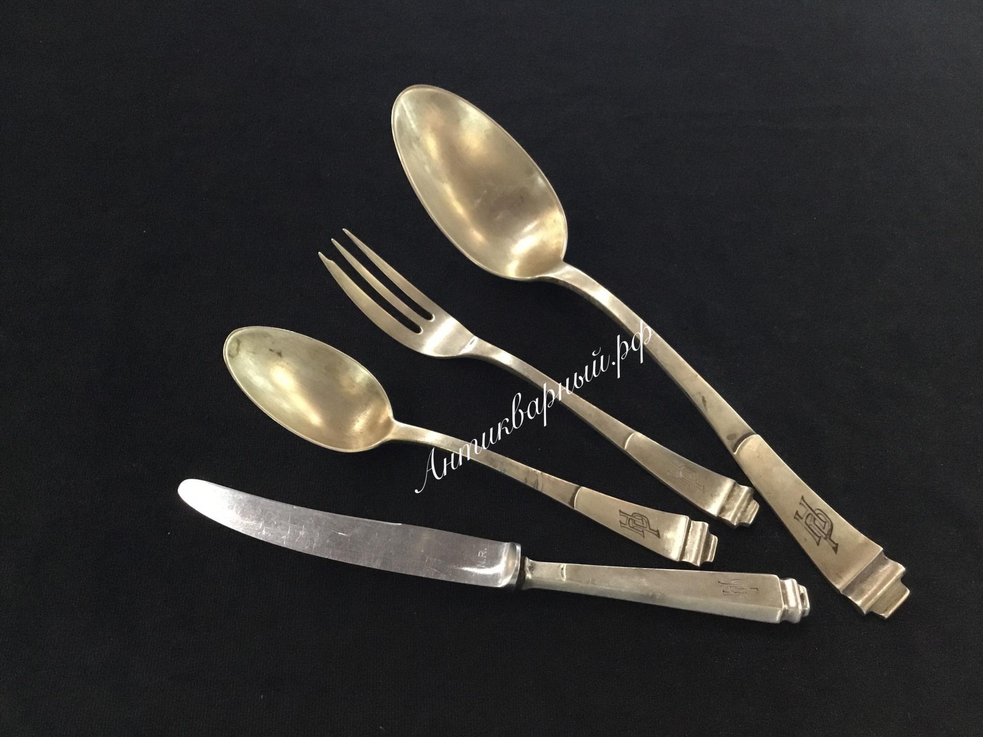 Набор серебряных предметов с монограммой НР.800проба