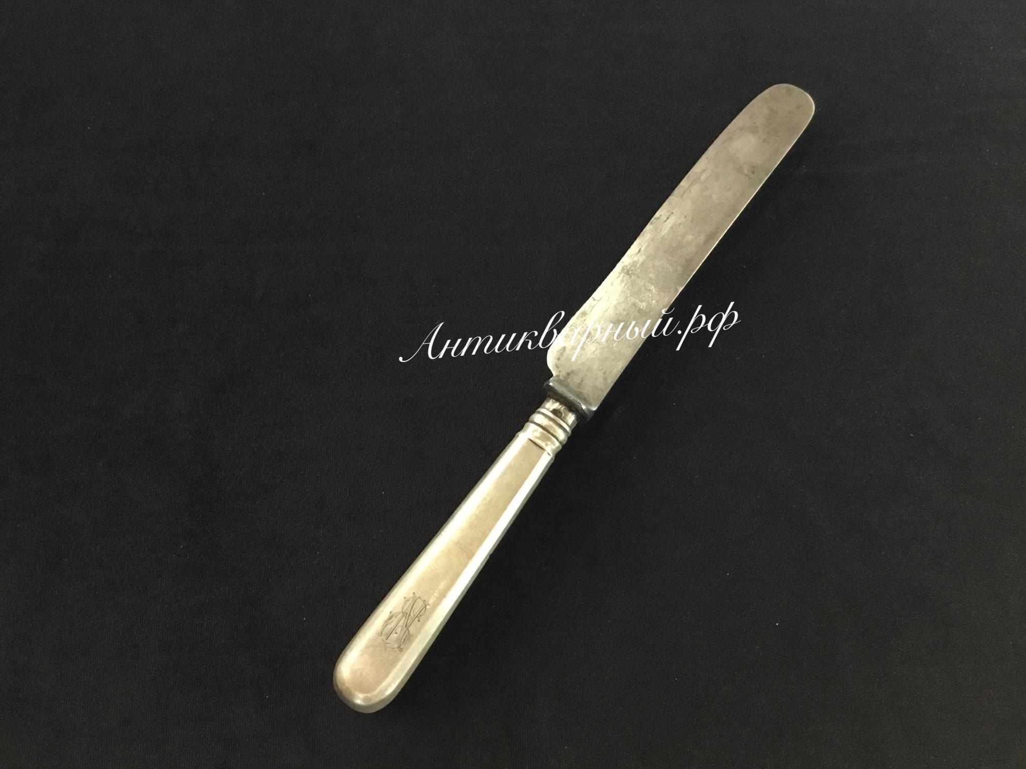 Нож с серебряной ручкой.Любавин
