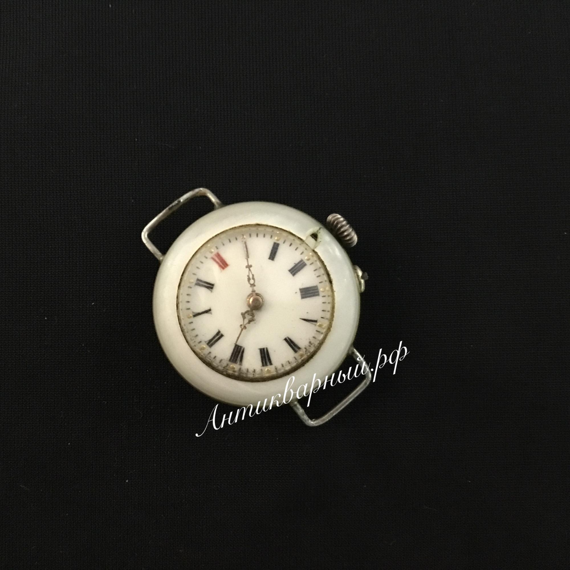 Антикварные наручные часы. Перламутровый корпус.