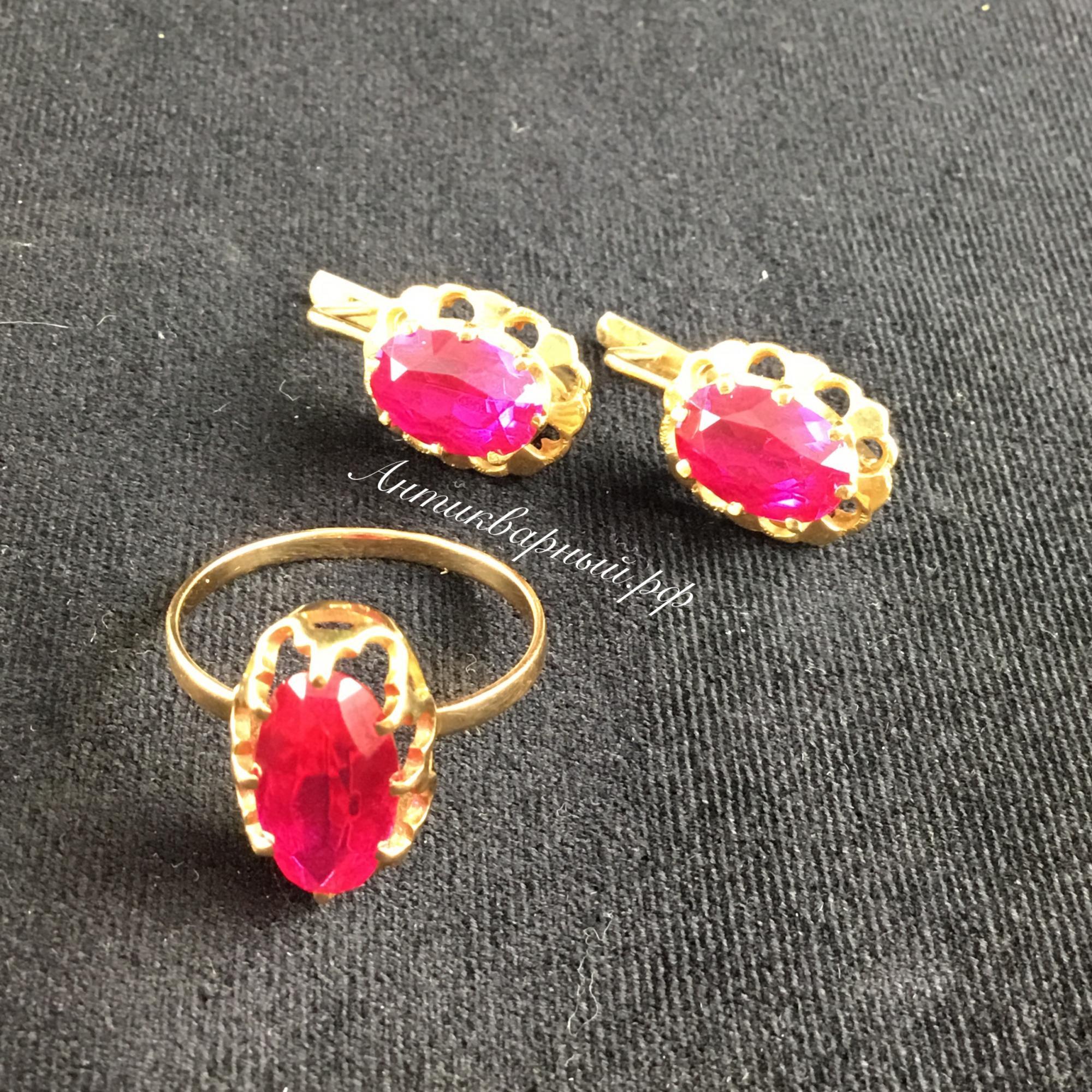 Гарнитур серьги и кольцо с рубинами