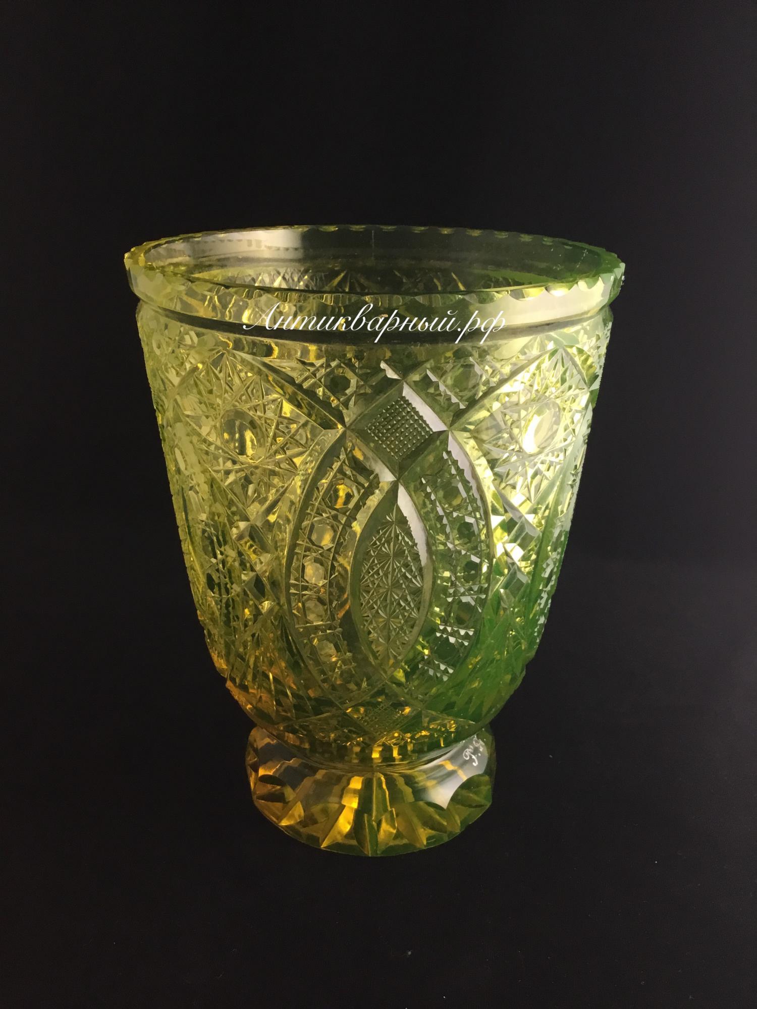 Хрустальная урановая ваза