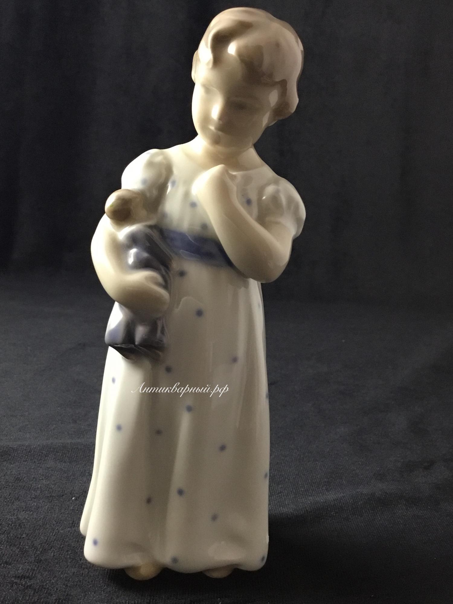 Фигурка Девочка с куклой Дания