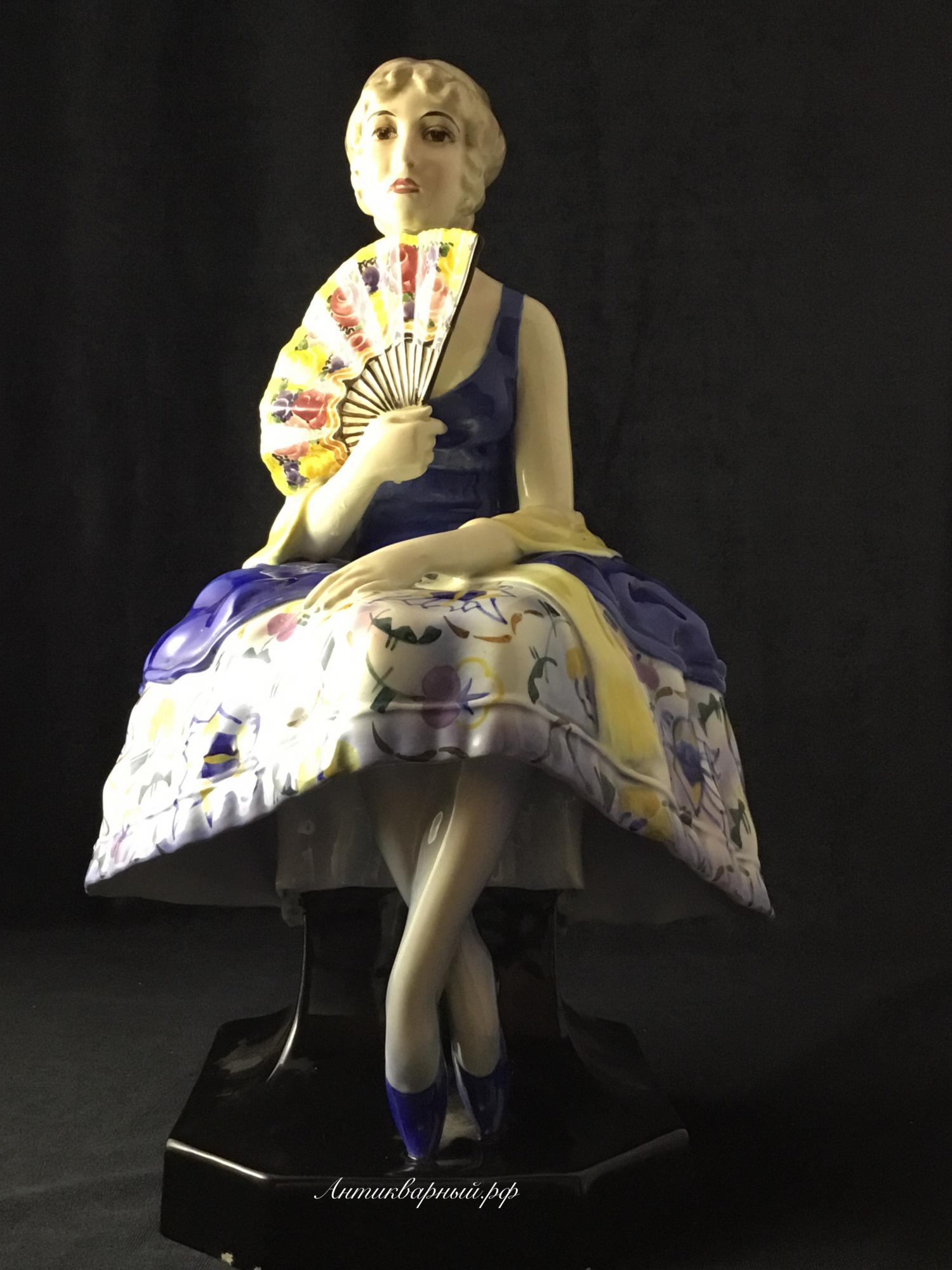 Фигура Девушка с веером Европа