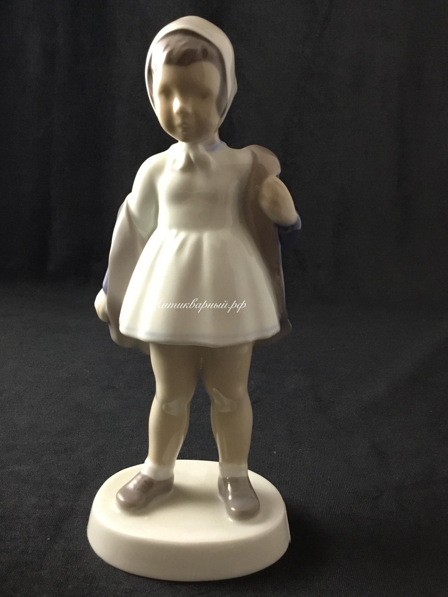Статуэтка Девочка в плаще Дания