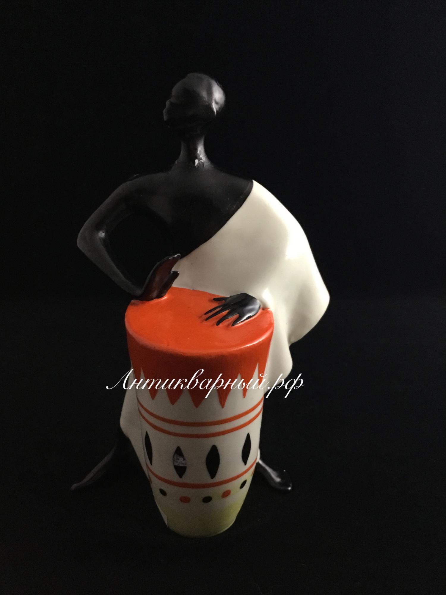 Статуэтка Африканец с барабаном.ЛЗФИ