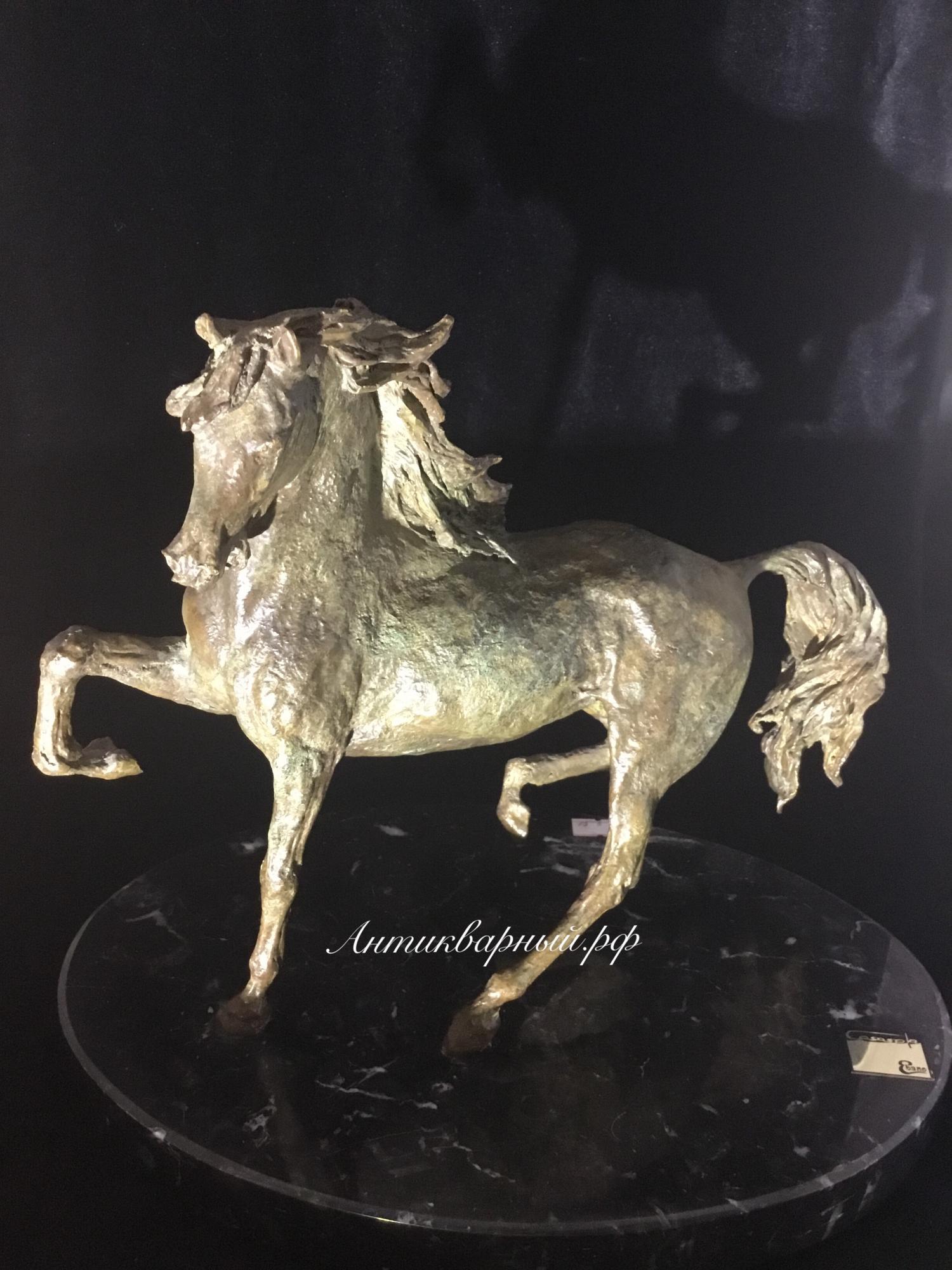 Скульптура из бронзы Лошадь