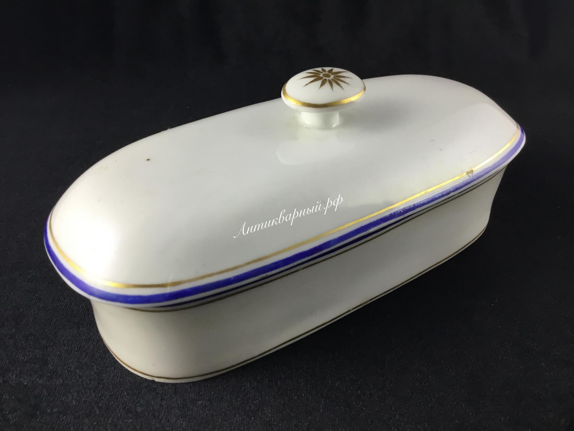 Фарфоровая шкатулка для приборов
