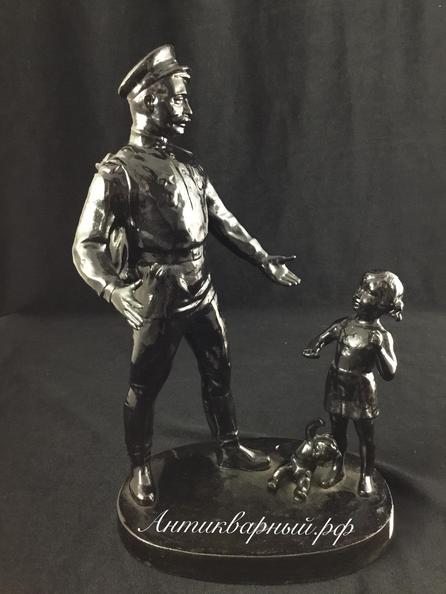 Статуэтка Солдат и девочка. Чугун Касли 1980