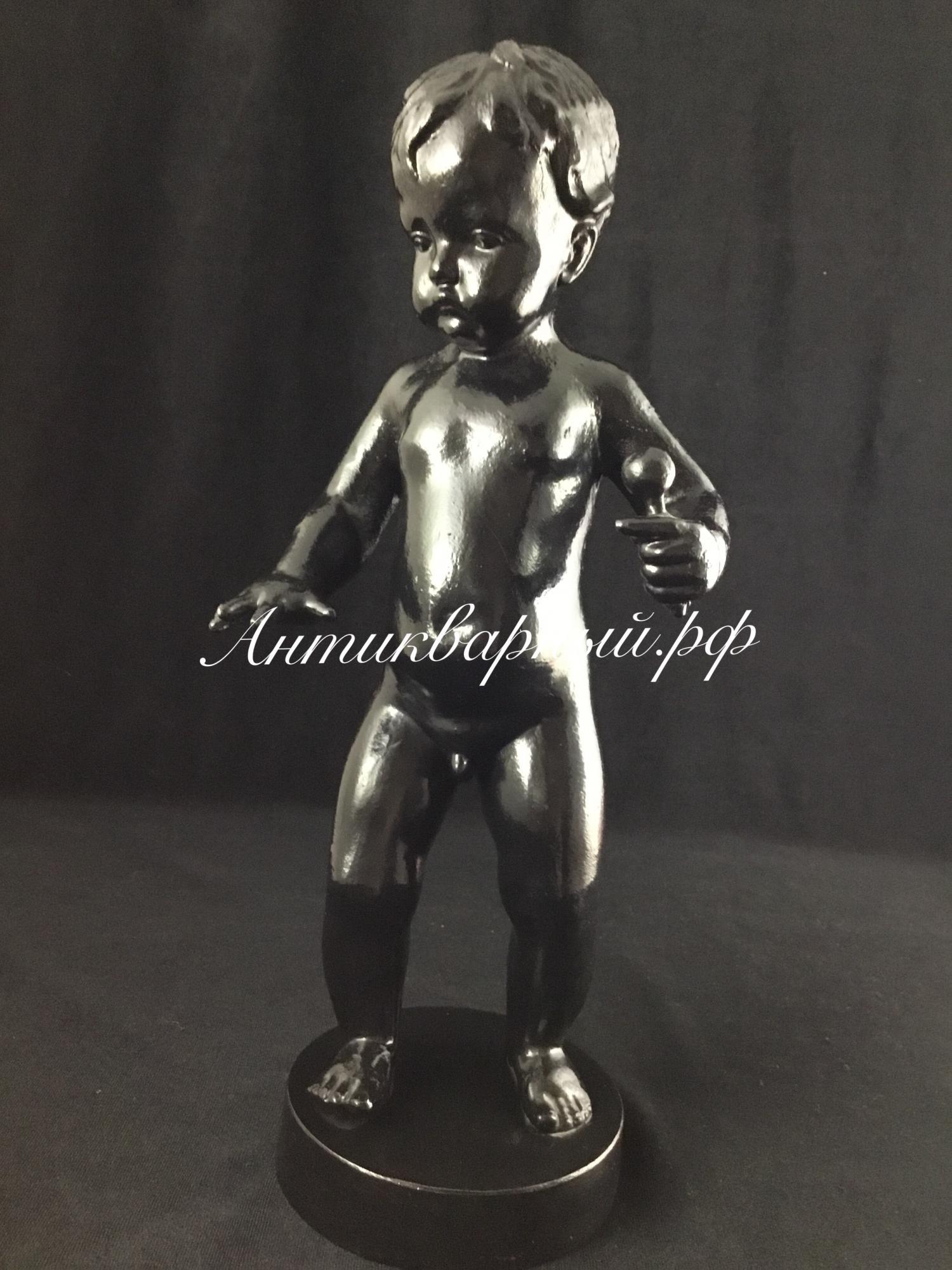 Статуэтка Мальчик с погремушкой. Чугун Касли 1983 год