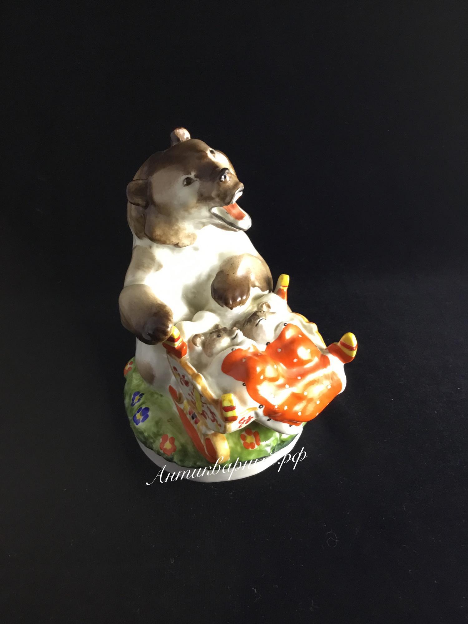 Статуэтка Медведица и медвежата. ЛФЗ