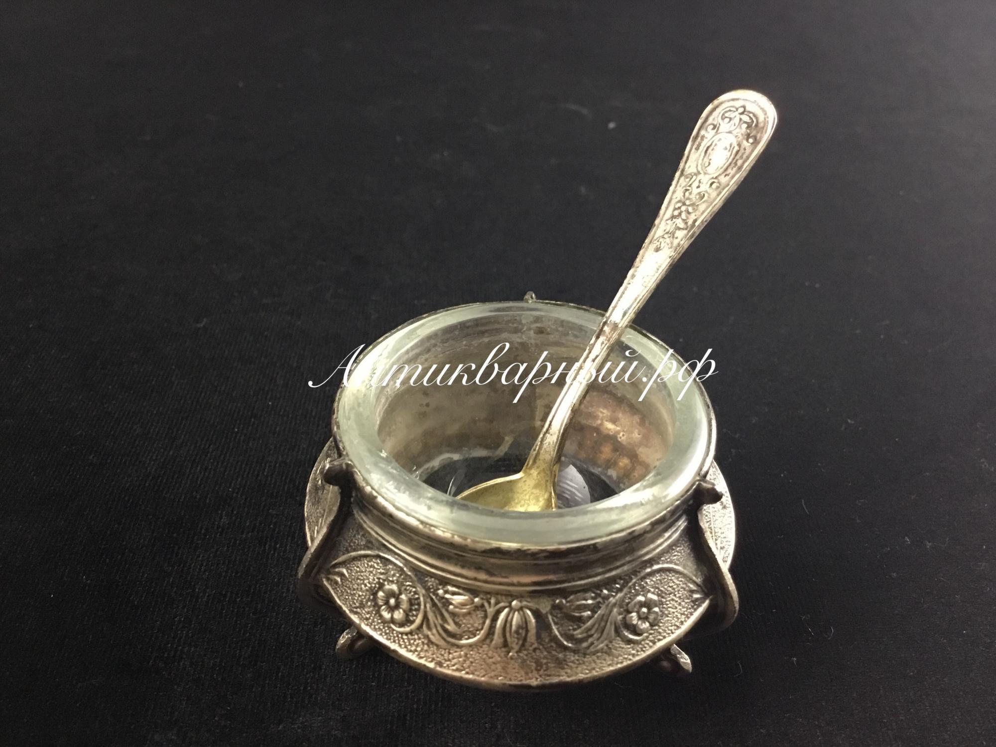 Солонка мельхиоровая со стеклом внутри  и ложечкой