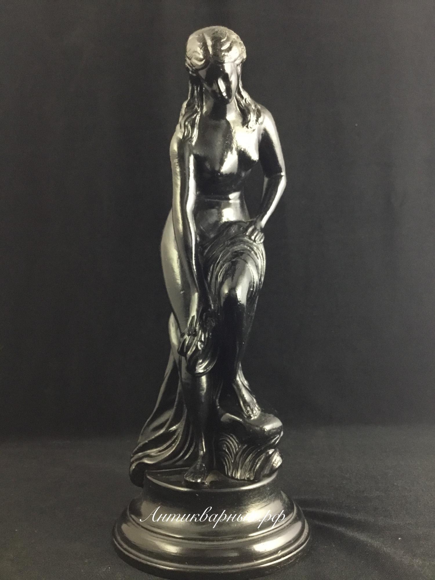 Скульптура из чугуна Девушка после купания. Касли 1988 год