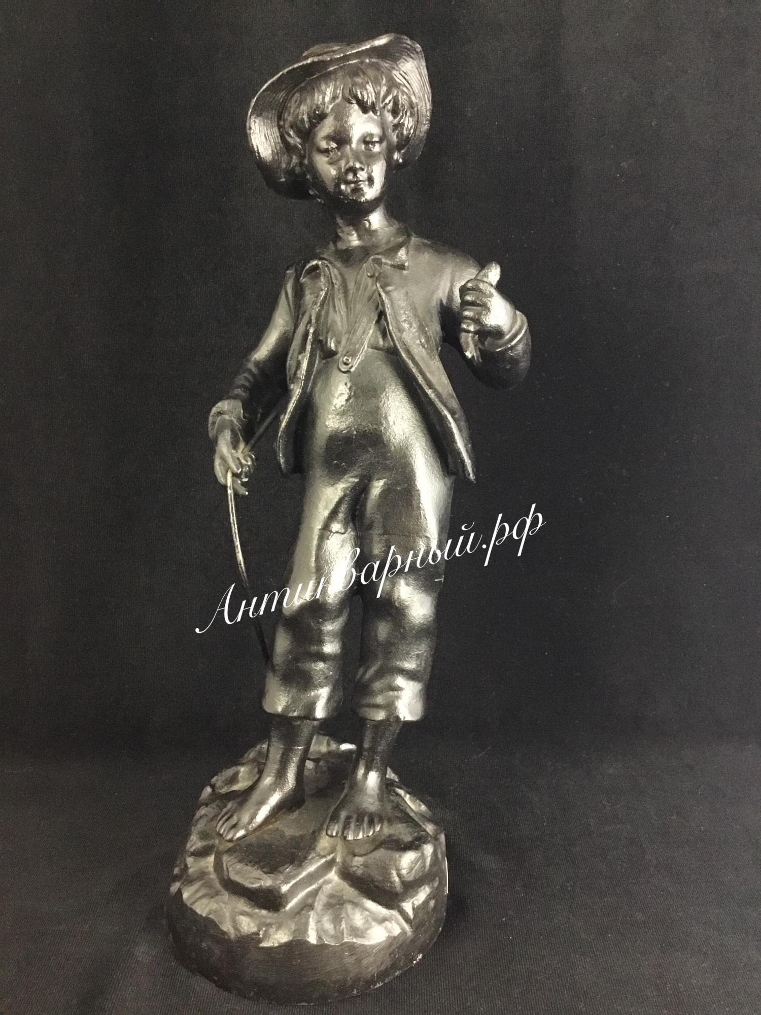 Скульптура из чугуна Мальчик рыбак. Куса 1982 год