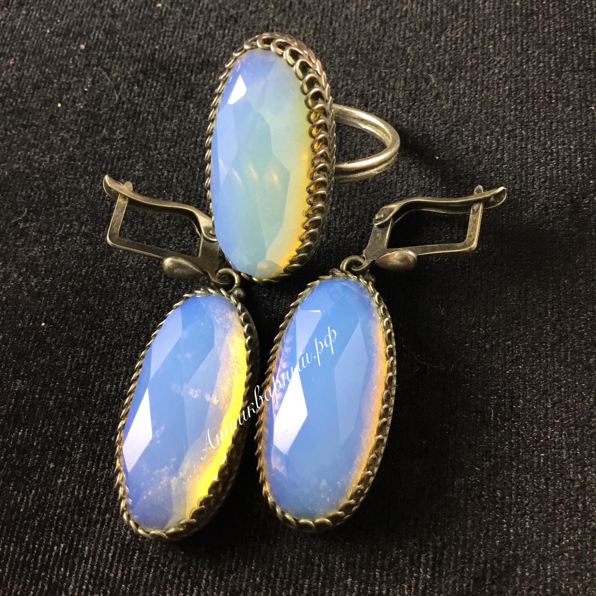Гарнитур серьги и кольцо с лунным камнем