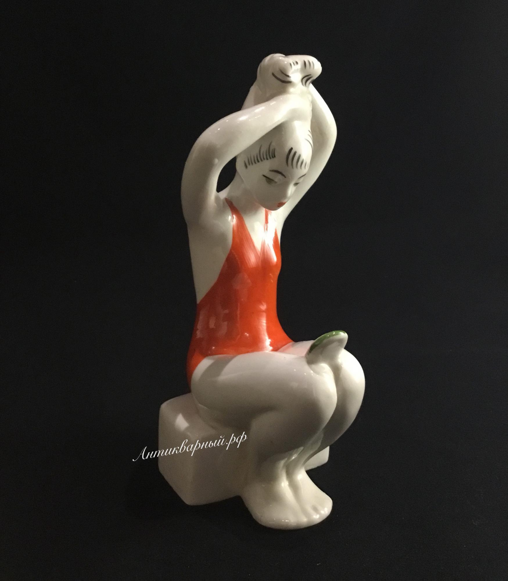 Фарфоровая статуэтка Прическа. Лзфи