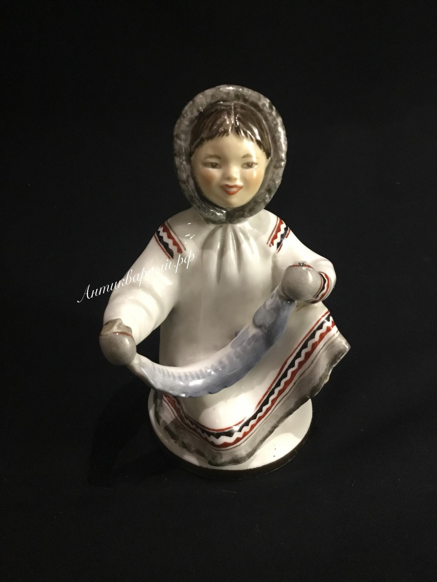 Фарфоровая статуэтка чукча лфз
