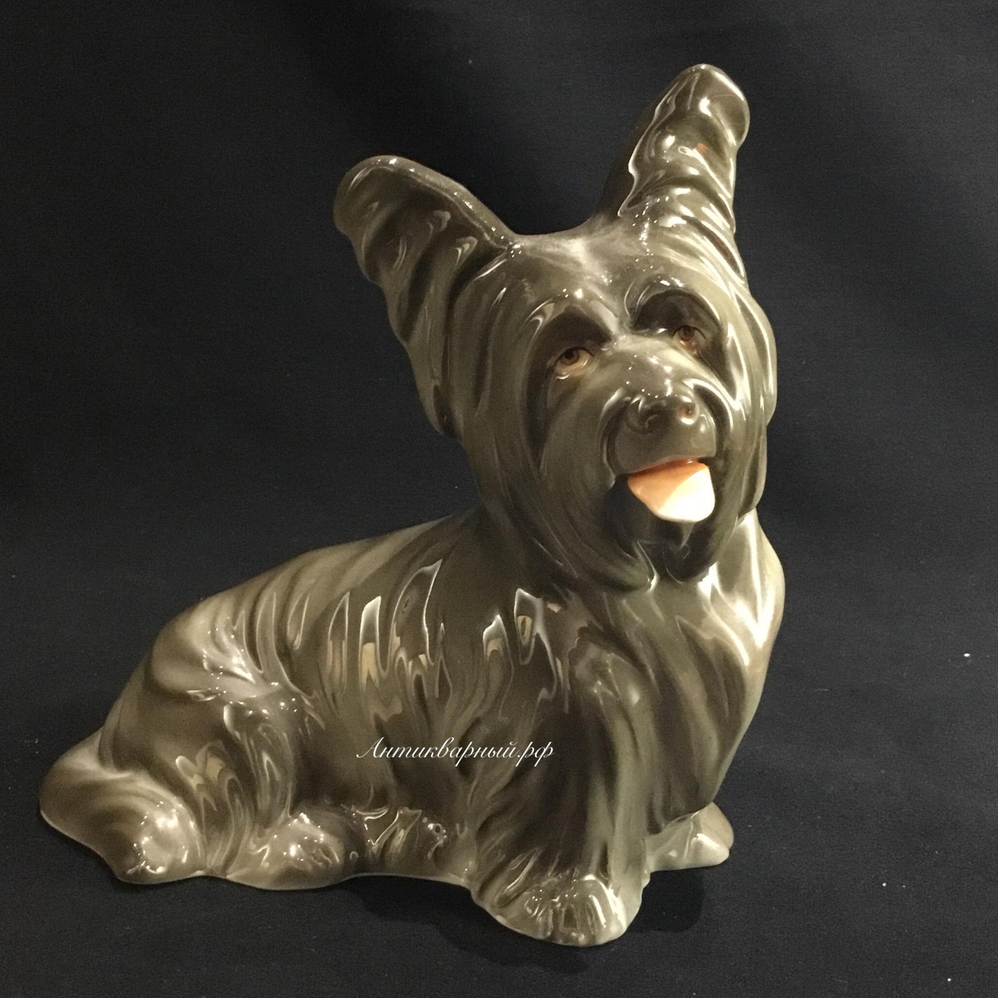 Фарфоровая немецкая собака