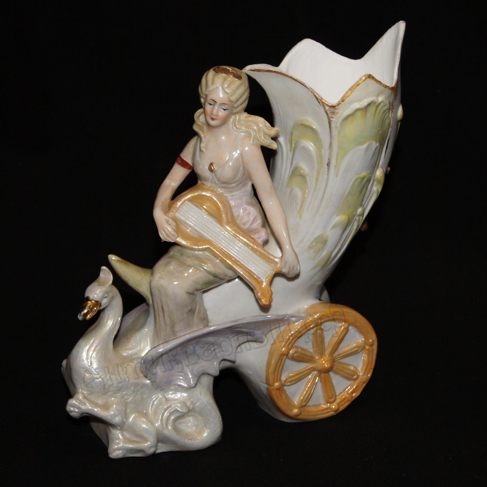 девушка с лютней на колеснице с лебедем. гдр, 60е годы