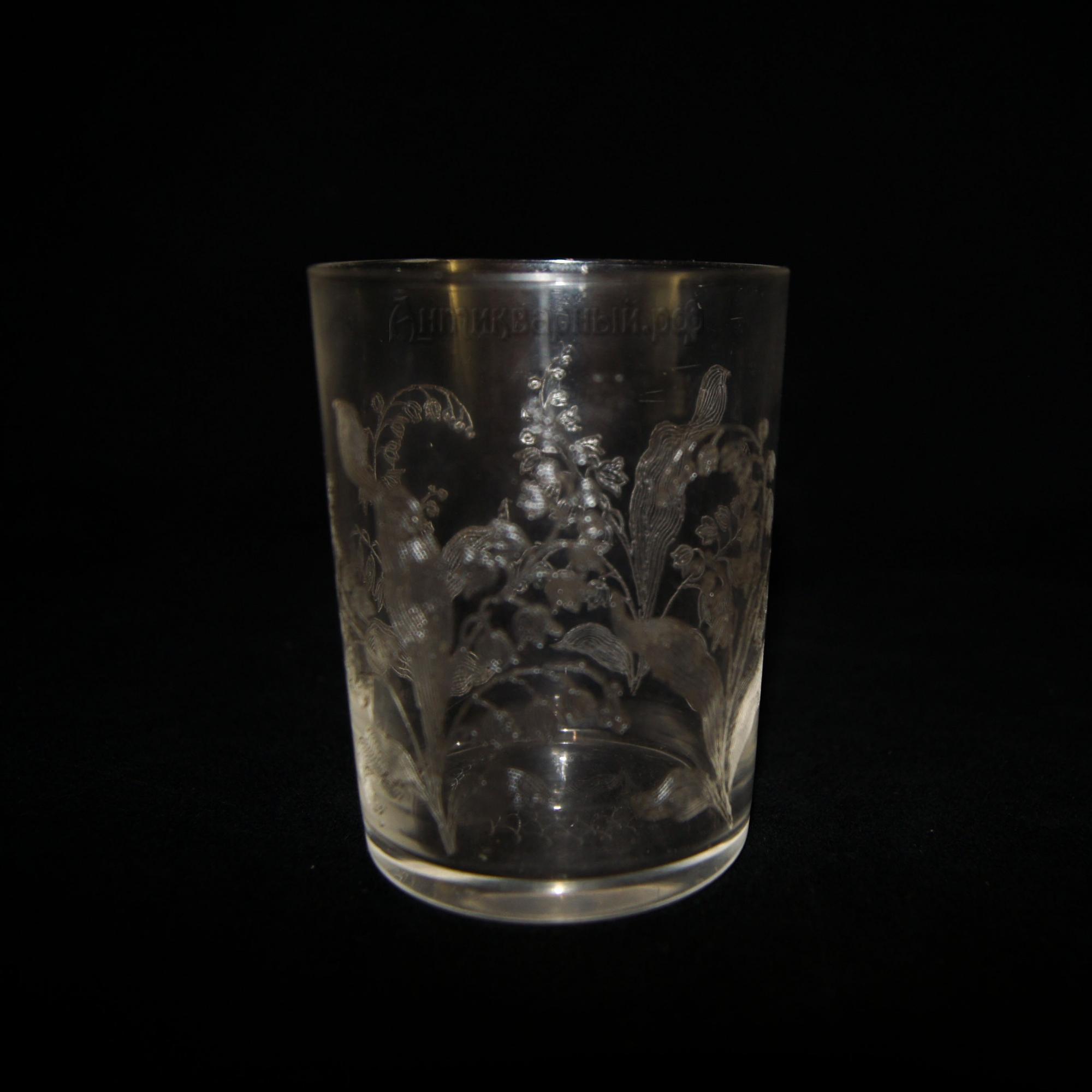 Антикварный стеклянный стакан