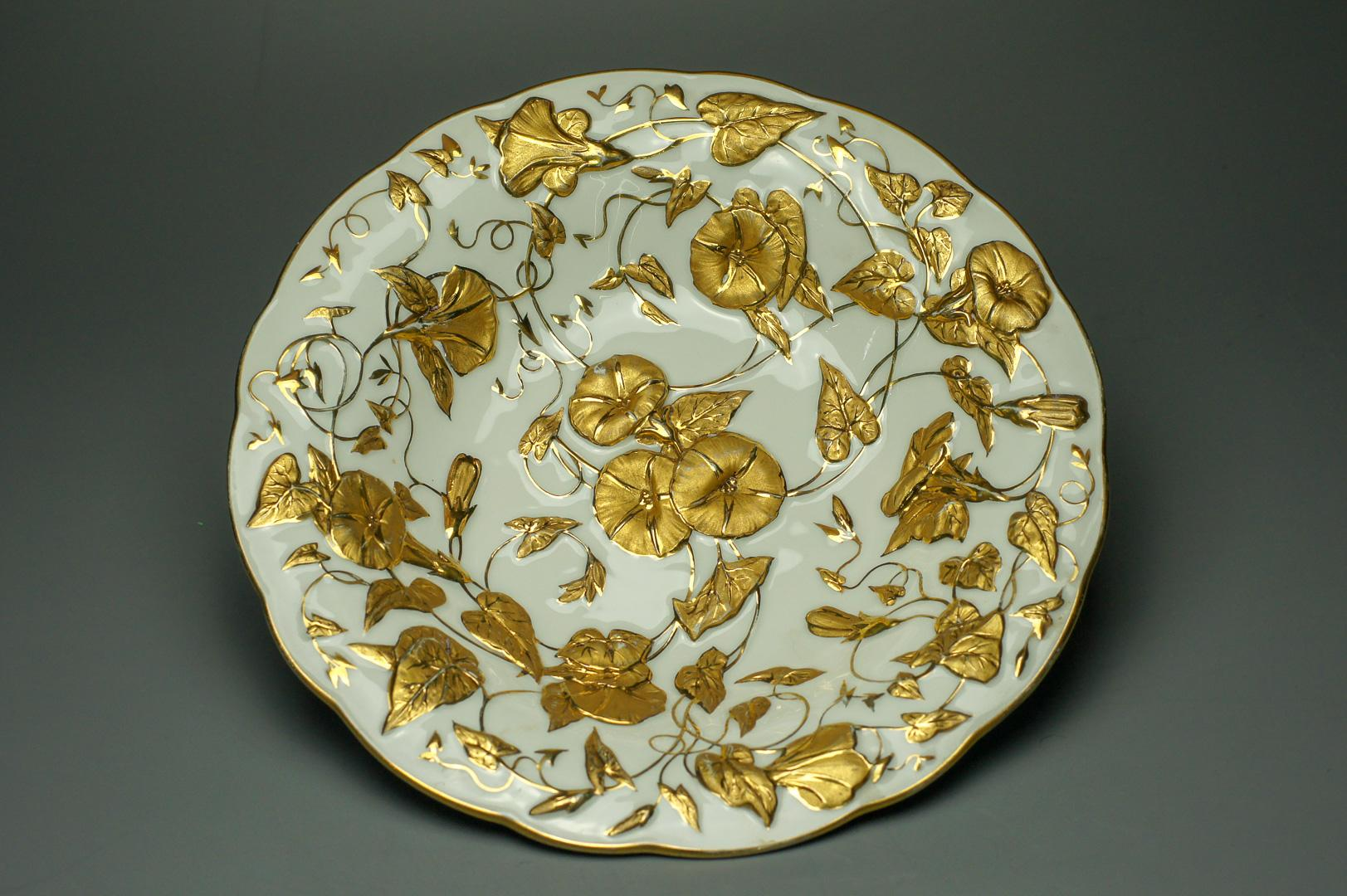 Тарелка с золотым лепным декором Мейсен