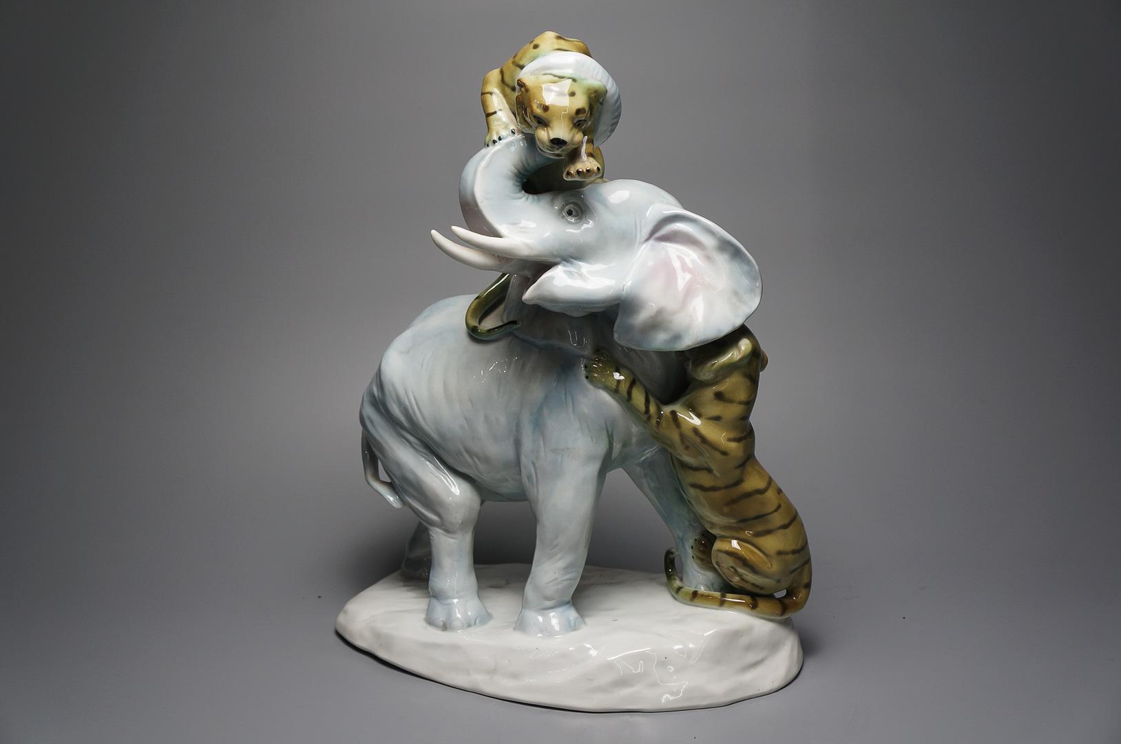 Статуэтка Охота на слона, фарфор Германия