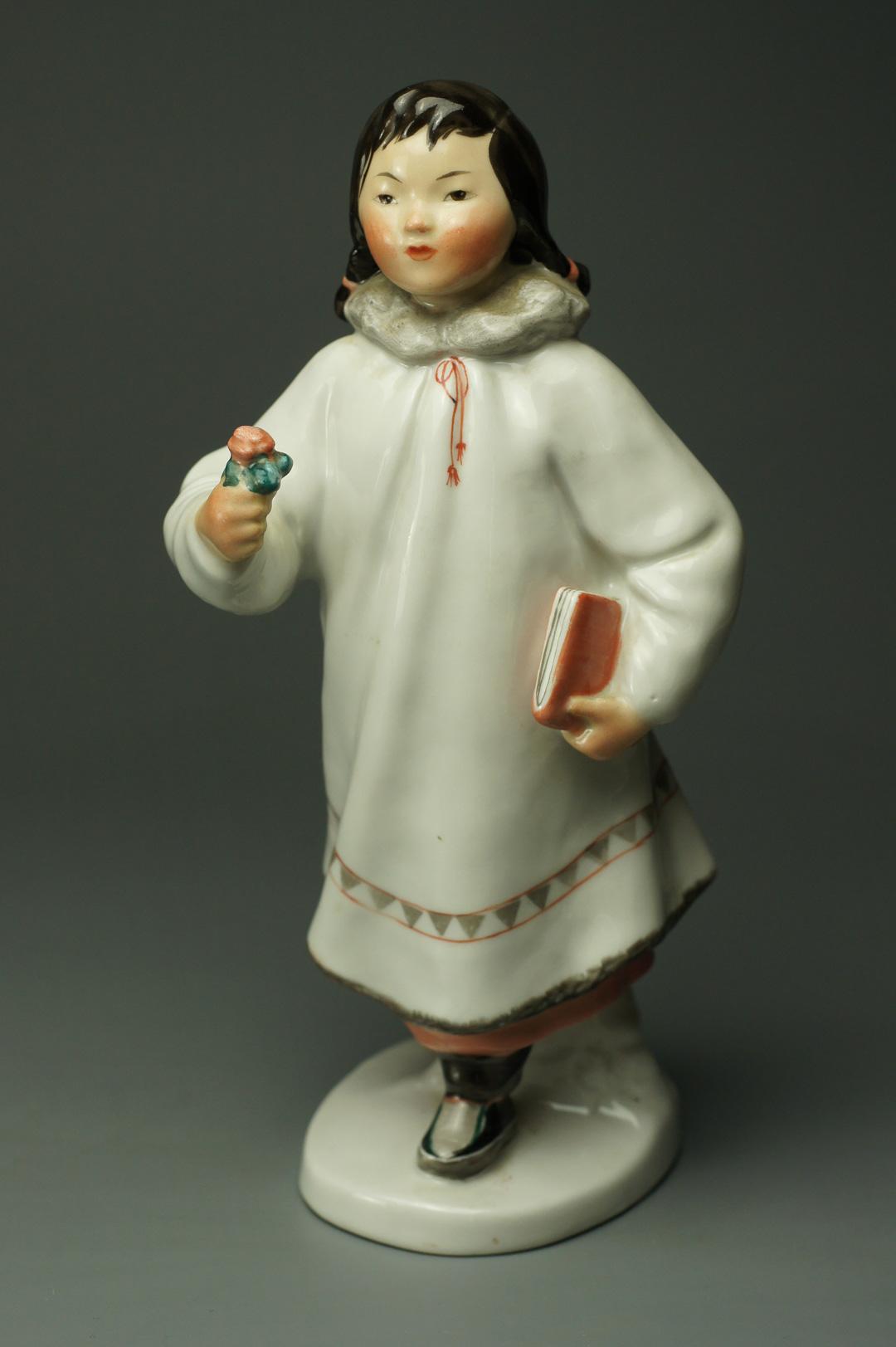 Якутская девочка с книгой и цветком