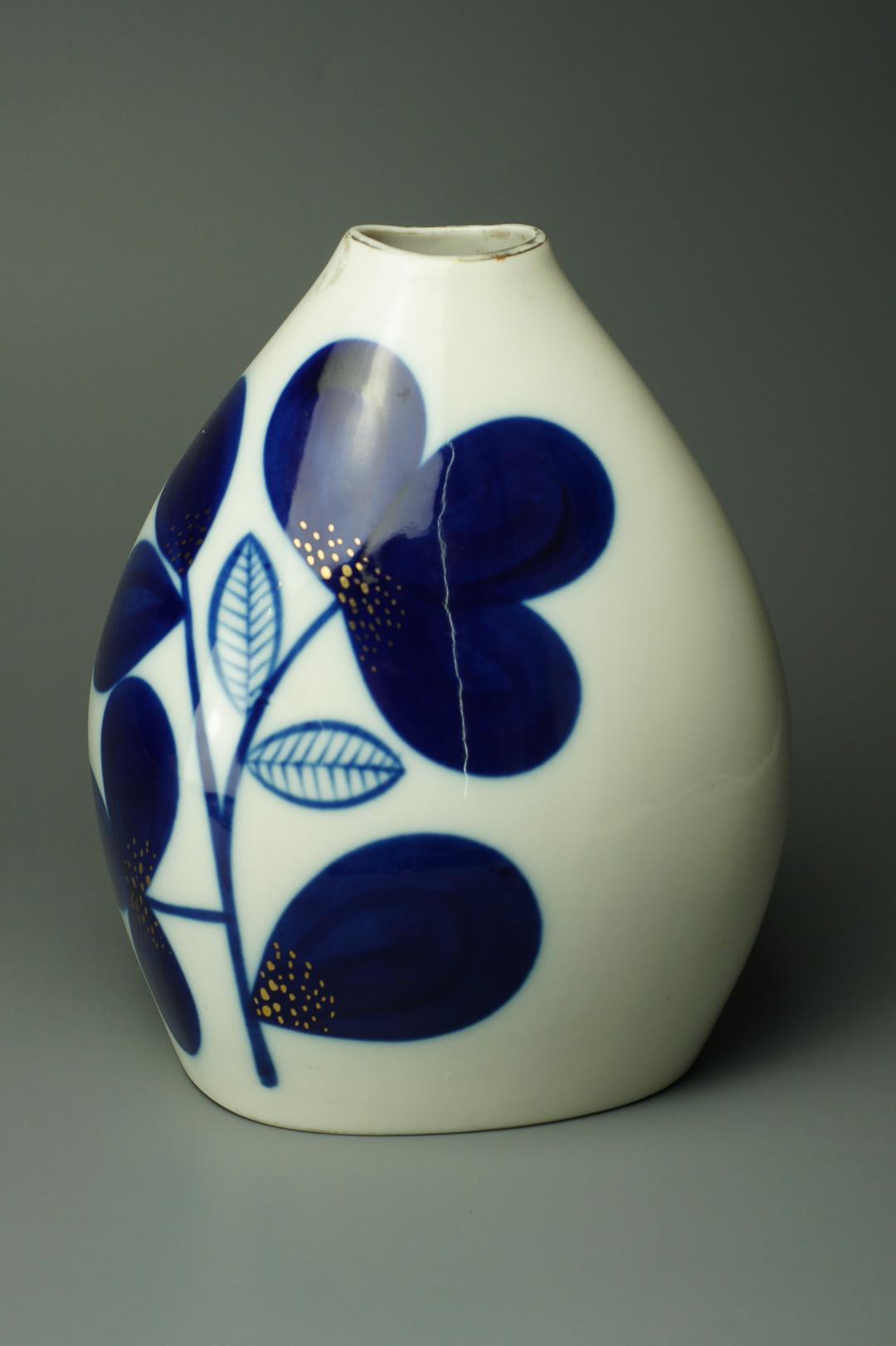 Ваза с узким горлом синие цветы