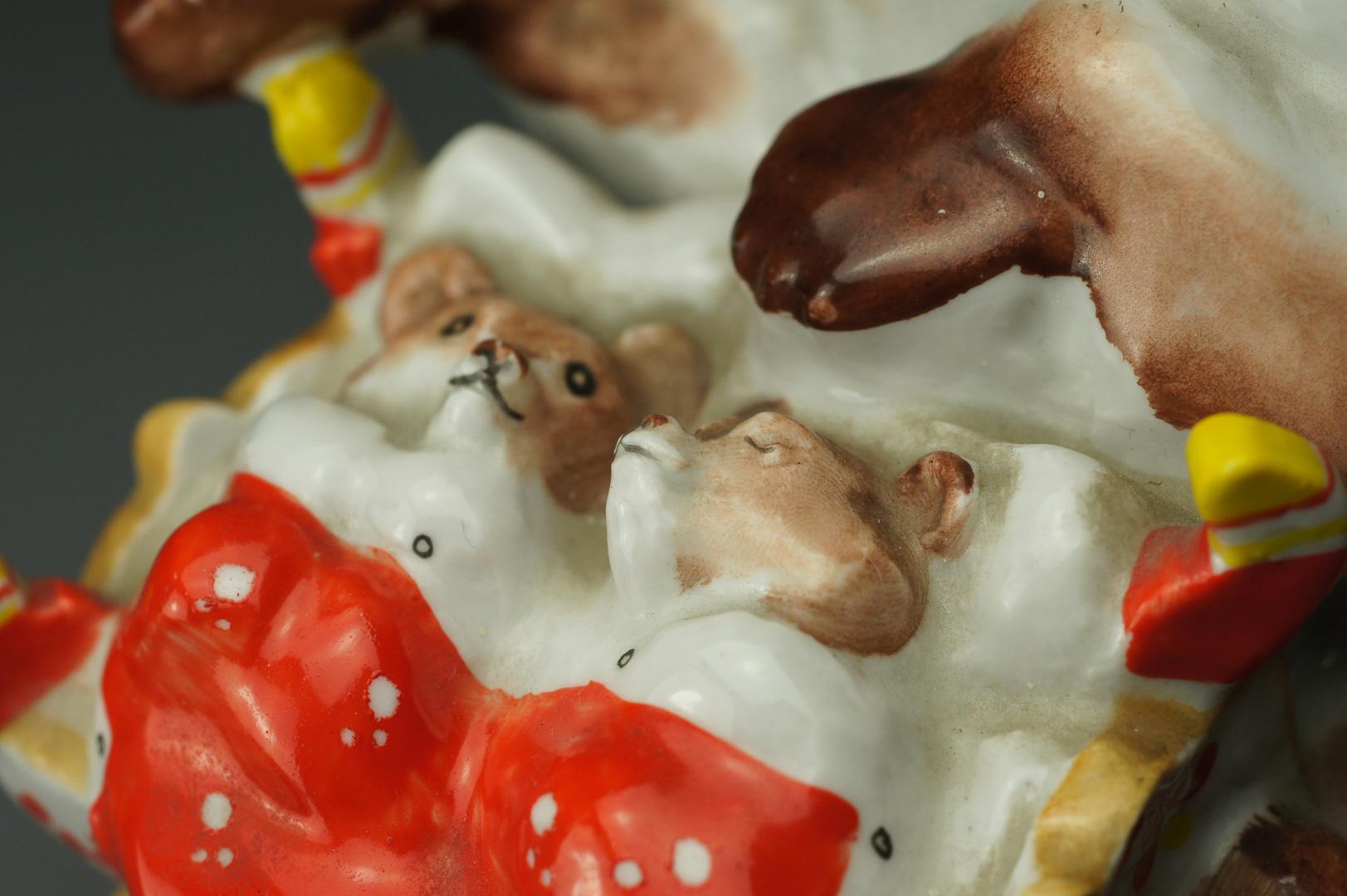 Статуэтка Медведица с колыбелью