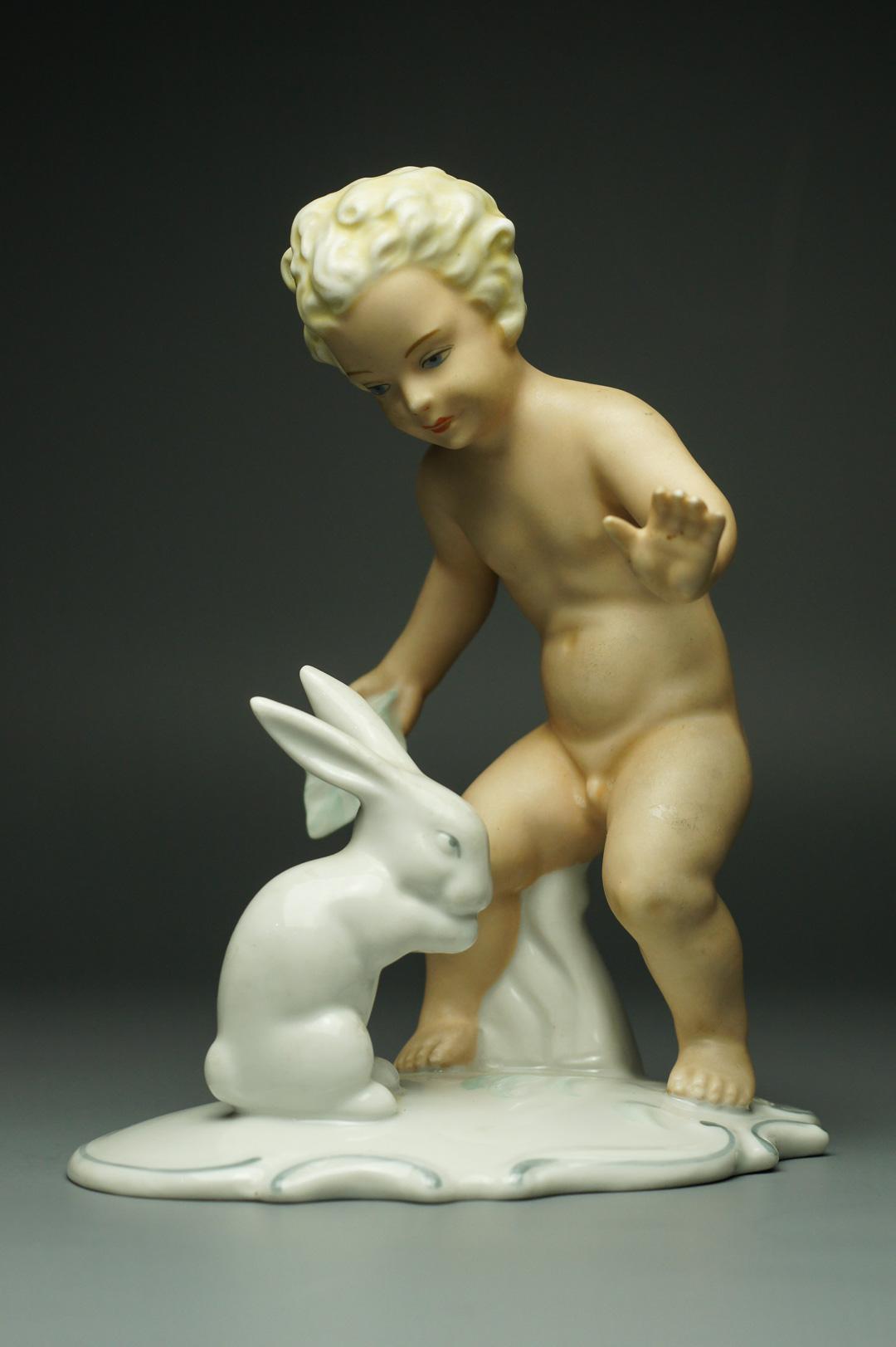 Статуэтка Путти с кроликом