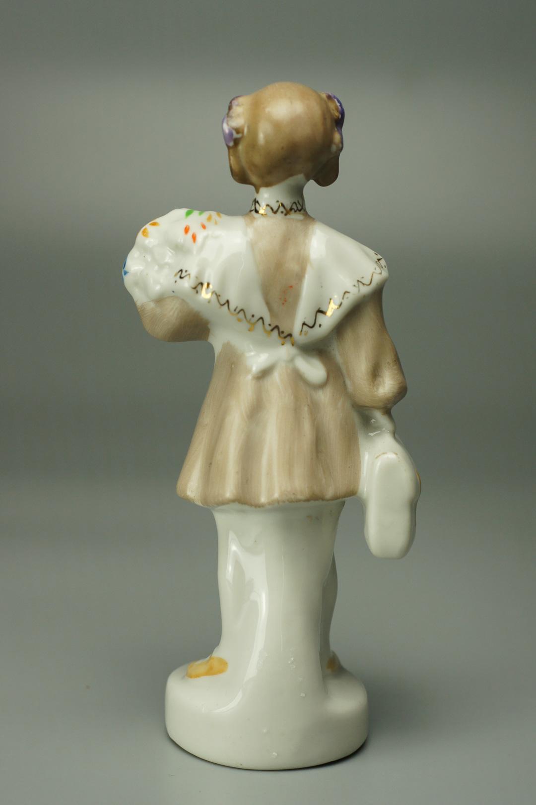 Статуэтка Первоклассница с букетом Полонне