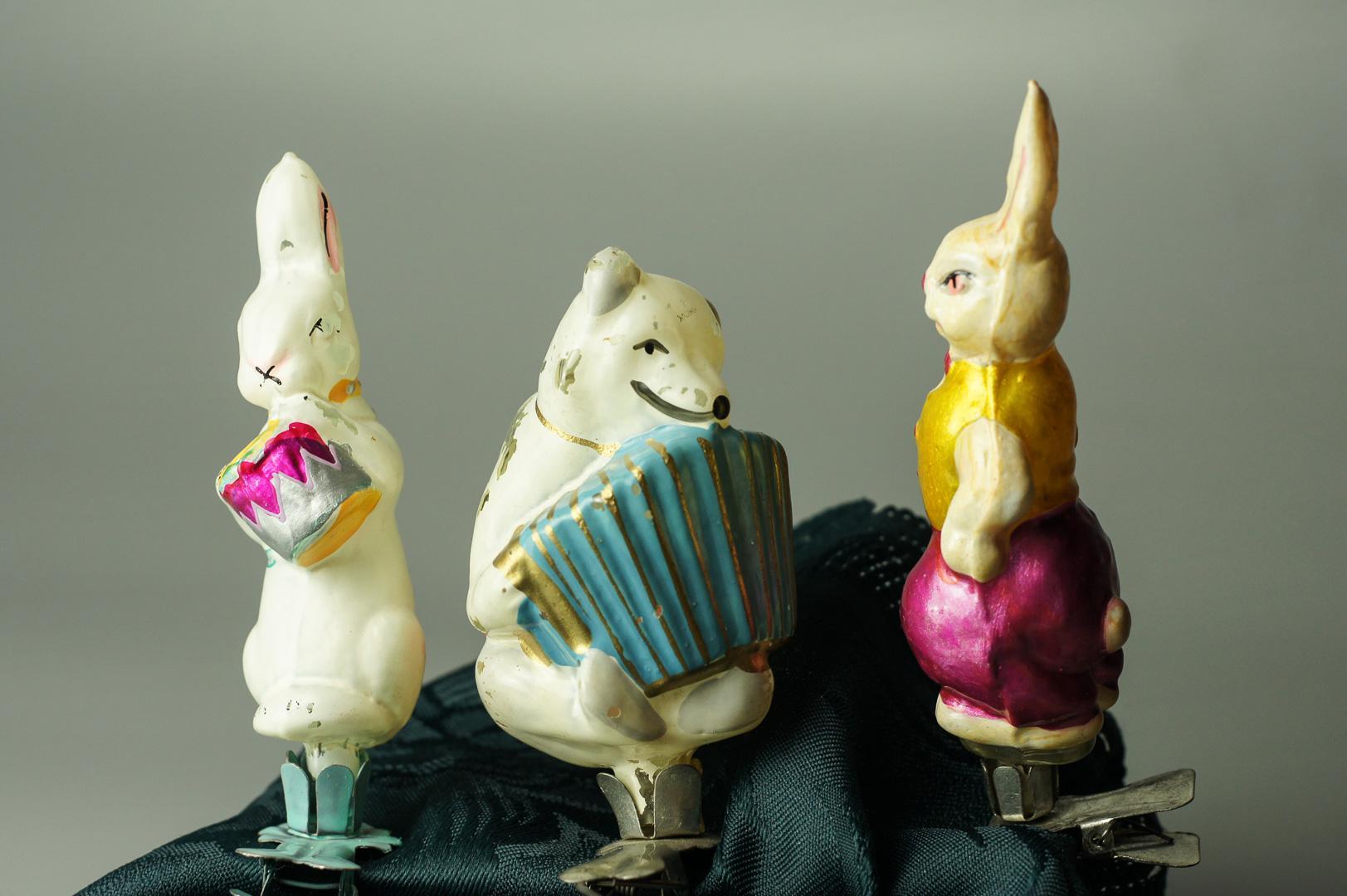Игрушка елочная на прищепке заяц