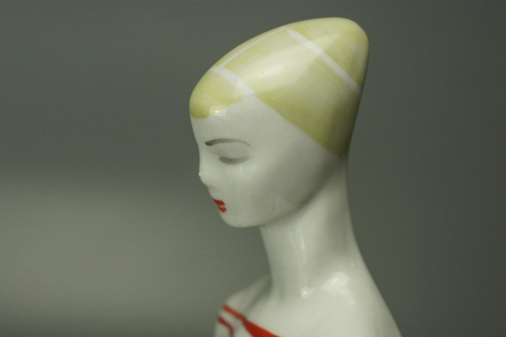 Статуэтка Девушка с книгой ЛЗФИ