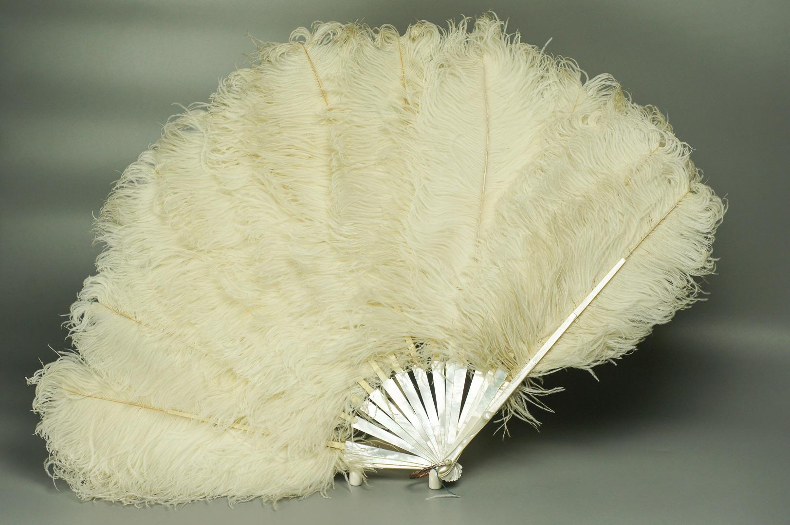 Веер белый