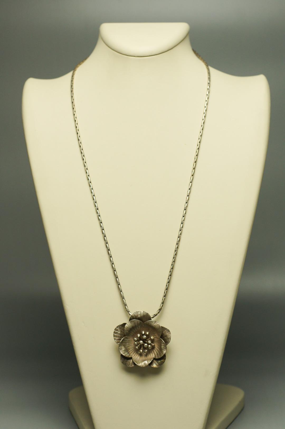 Колье Цветок серебро