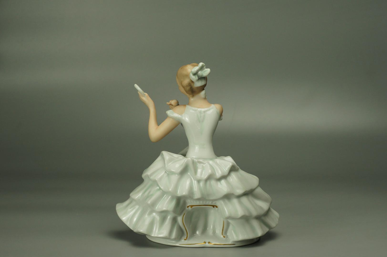 Статуэтка Балерина с зеркальцем (светлая)