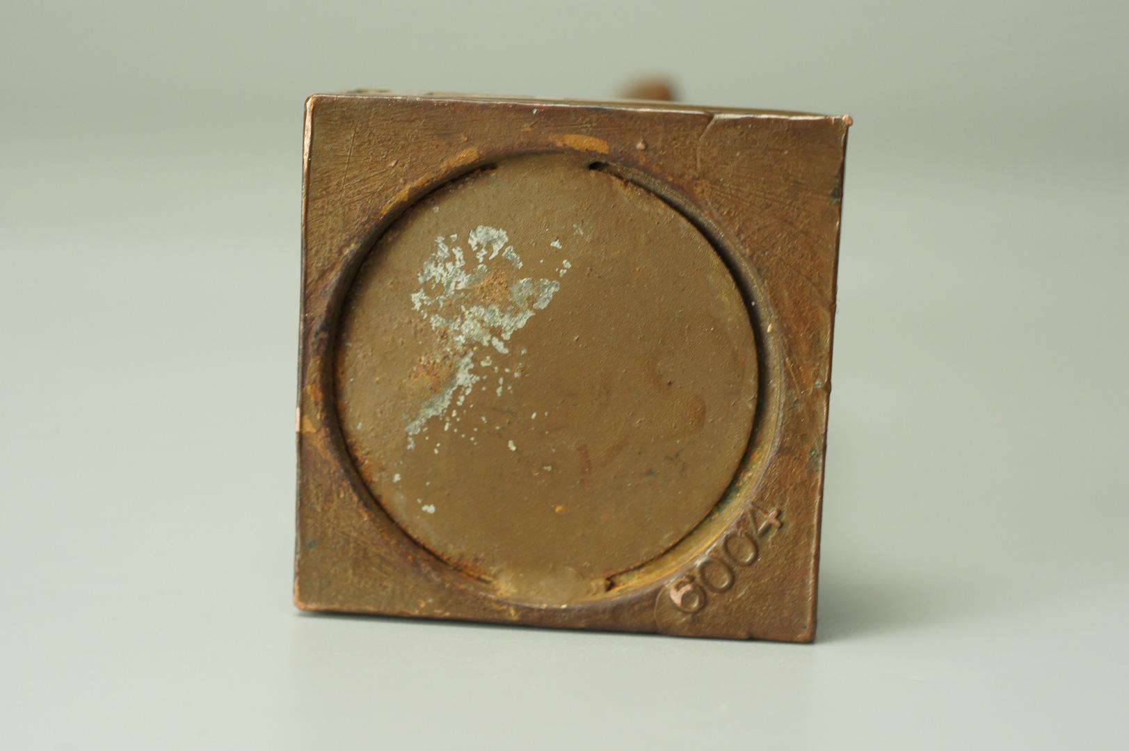 Статуэтка Дева с букетом бронза