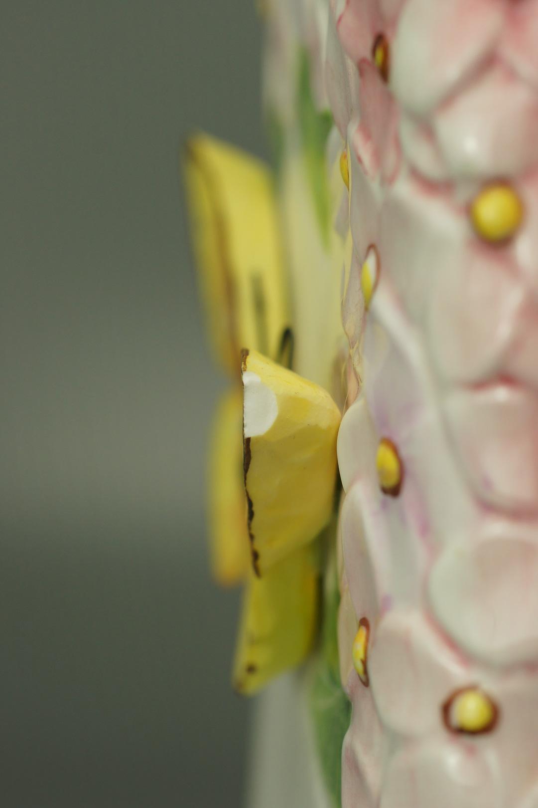 Ваза гортензия и бабочка
