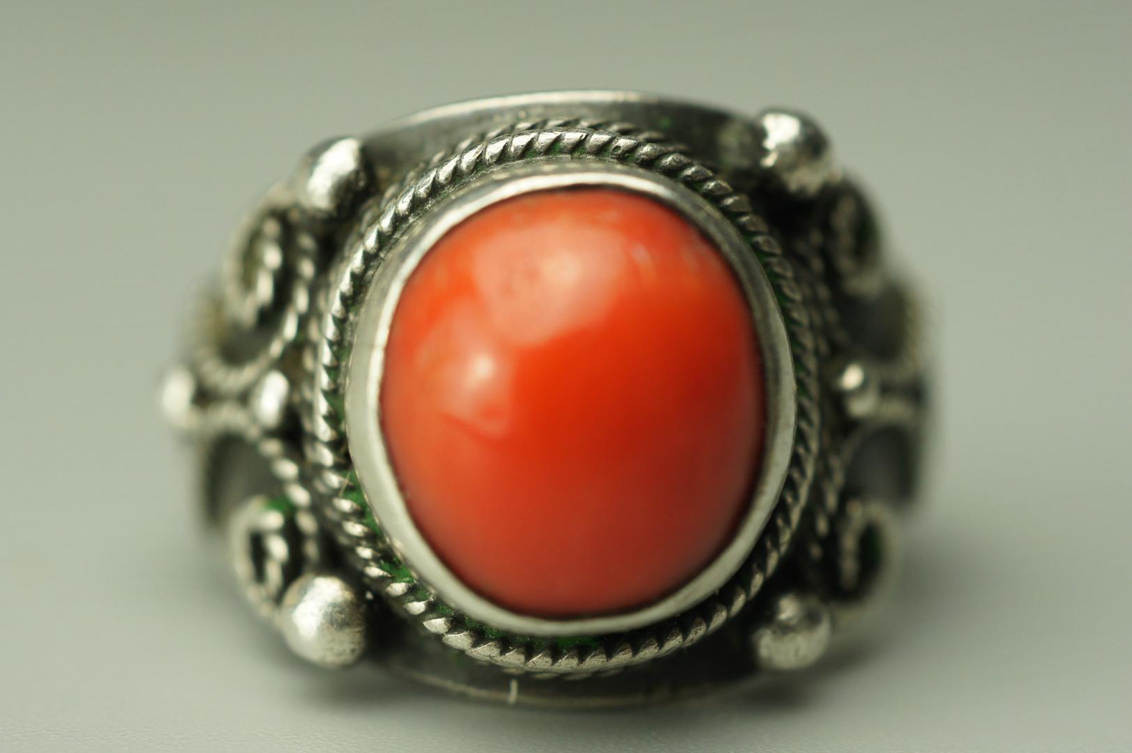 Кольцо с кораллом серебро