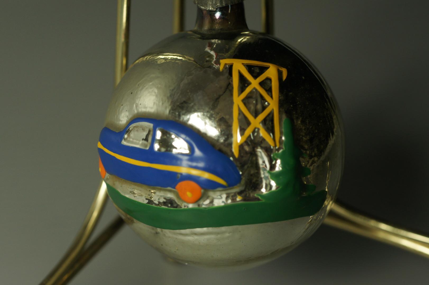 Игрушка елочная шар с машиной