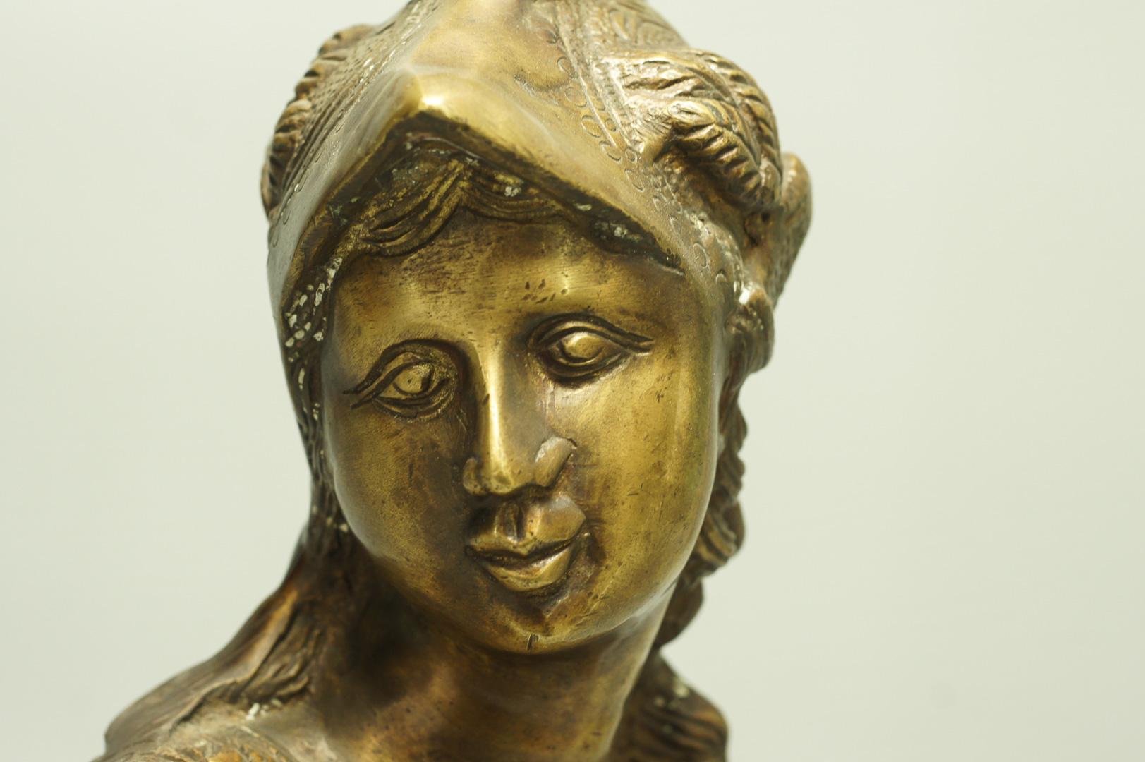 Бюст богиня Афина воительница