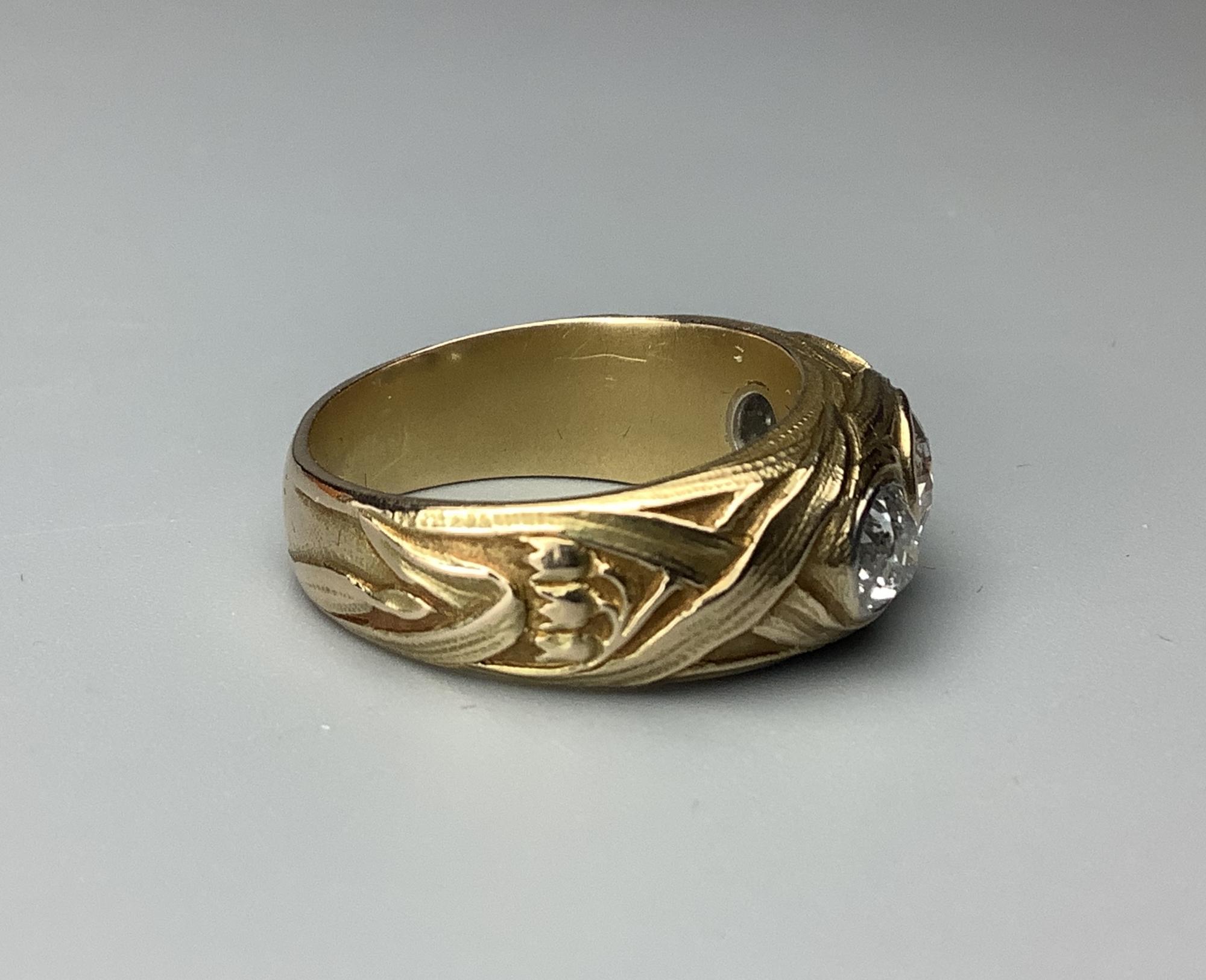 Кольцо золотое с бриллиантами Ландыши